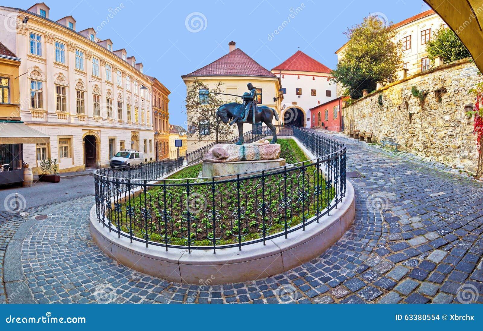 Calle de Zagreb y puerta históricas de la piedra