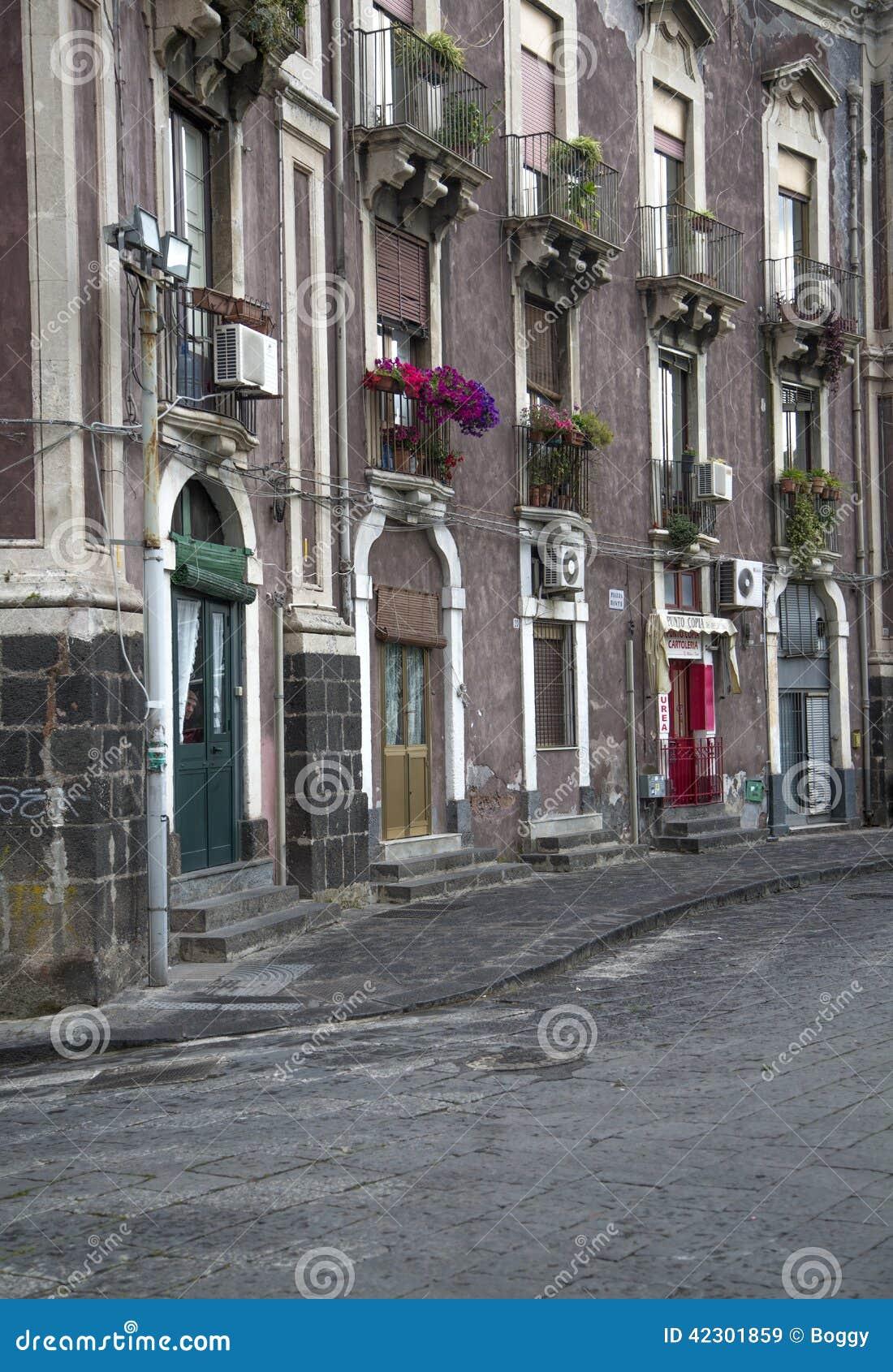 Calle en Catania, Italia