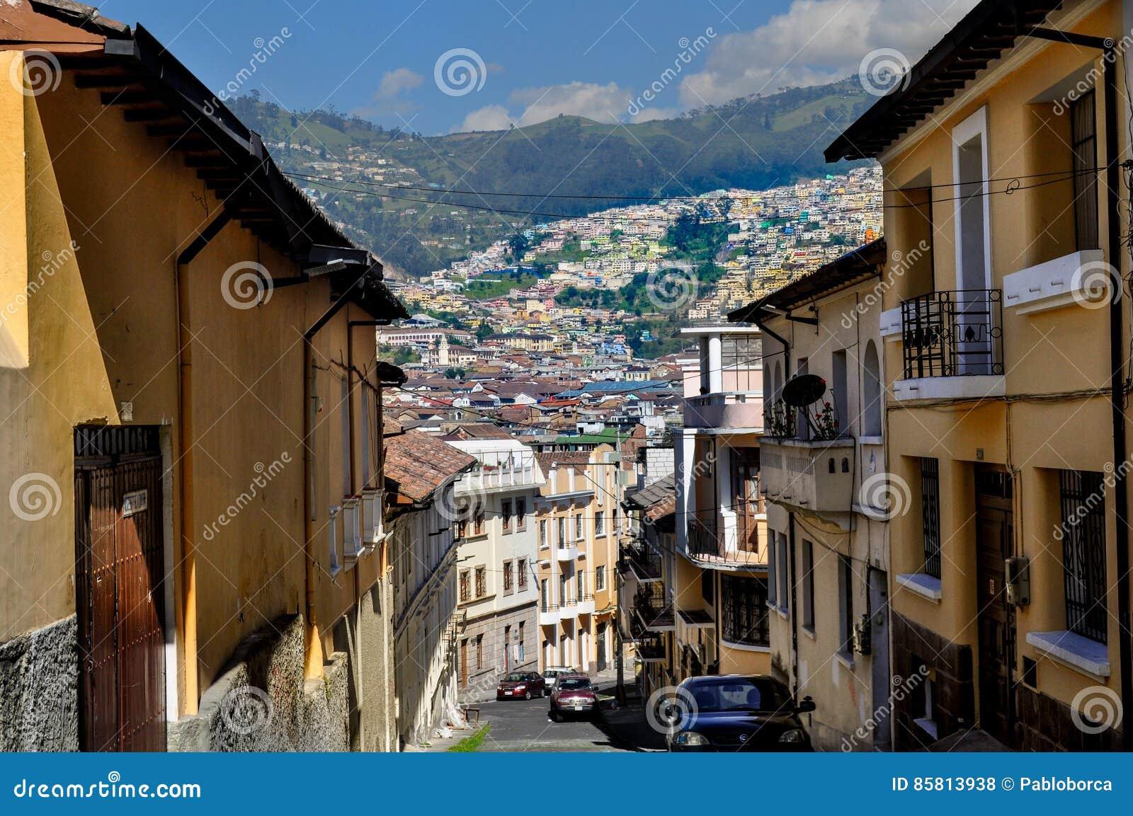 Calle en el centro histórico de Quito, Ecuador