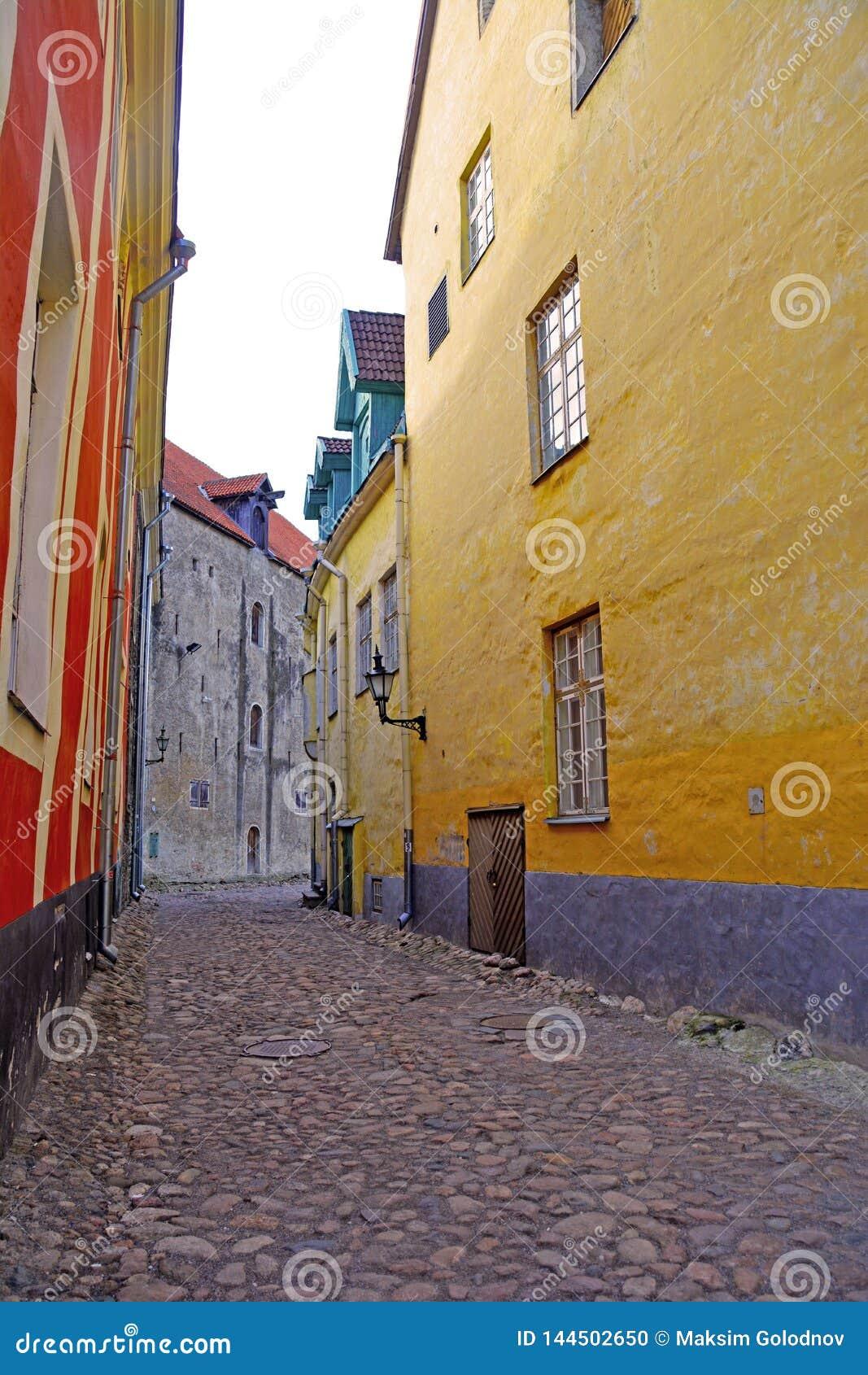 Calle estrecha de la ciudad vieja