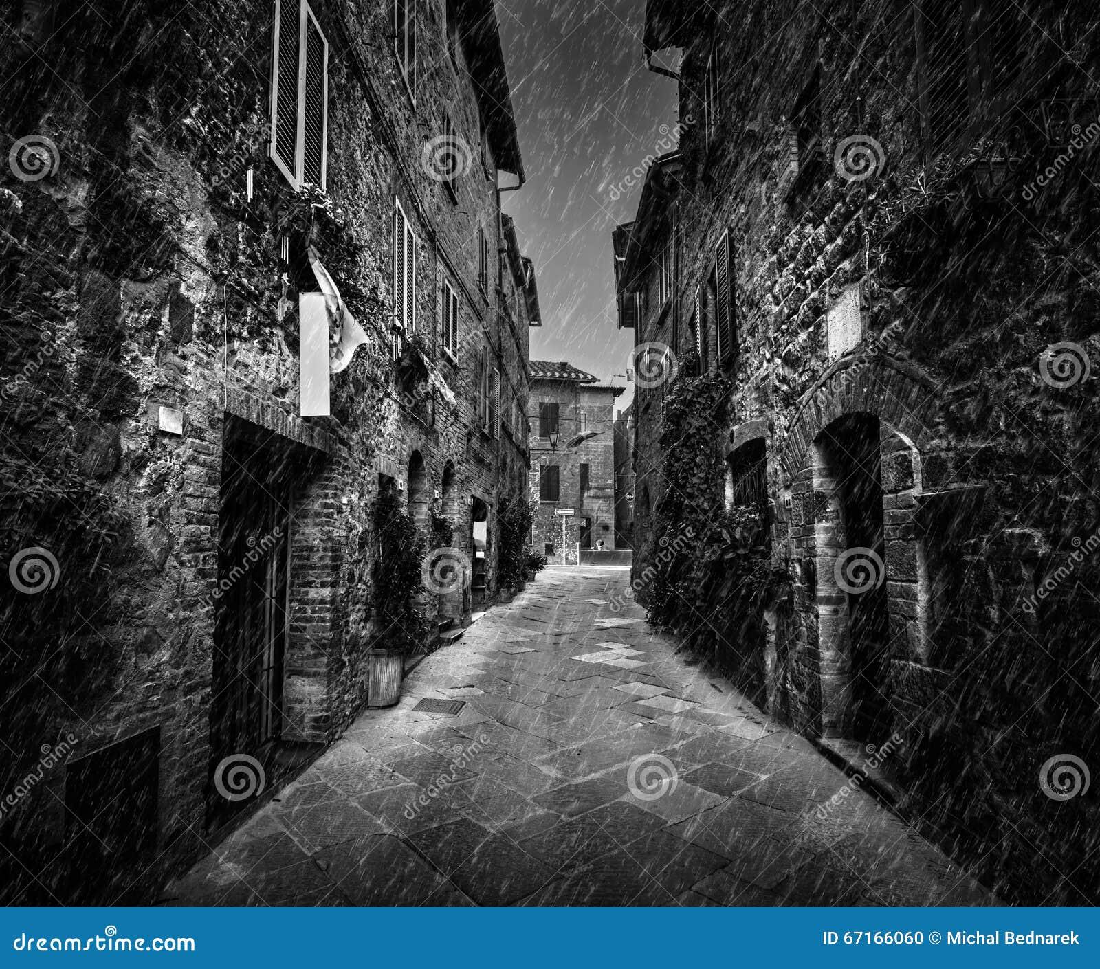 Resultat d'imatges de imagen calle vacía blanco y negro estrecha
