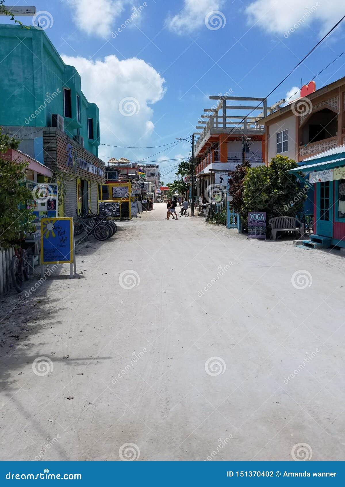 Calle peatonal en el calafate de Caye