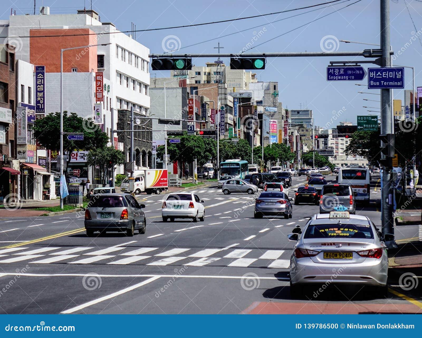 Calle principal de la isla de Jeju, Corea del Sur