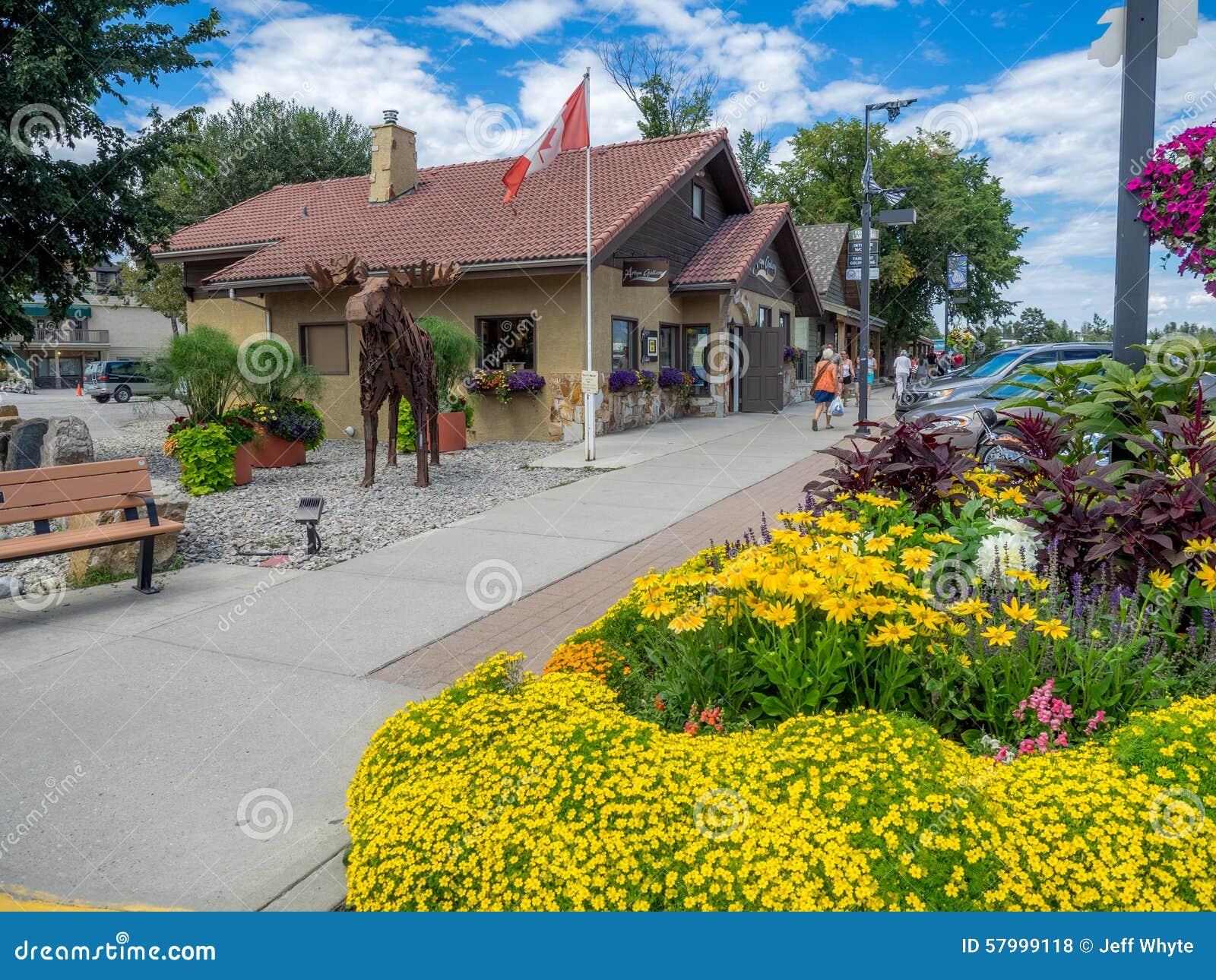 Calle principal en la ciudad de Invemere
