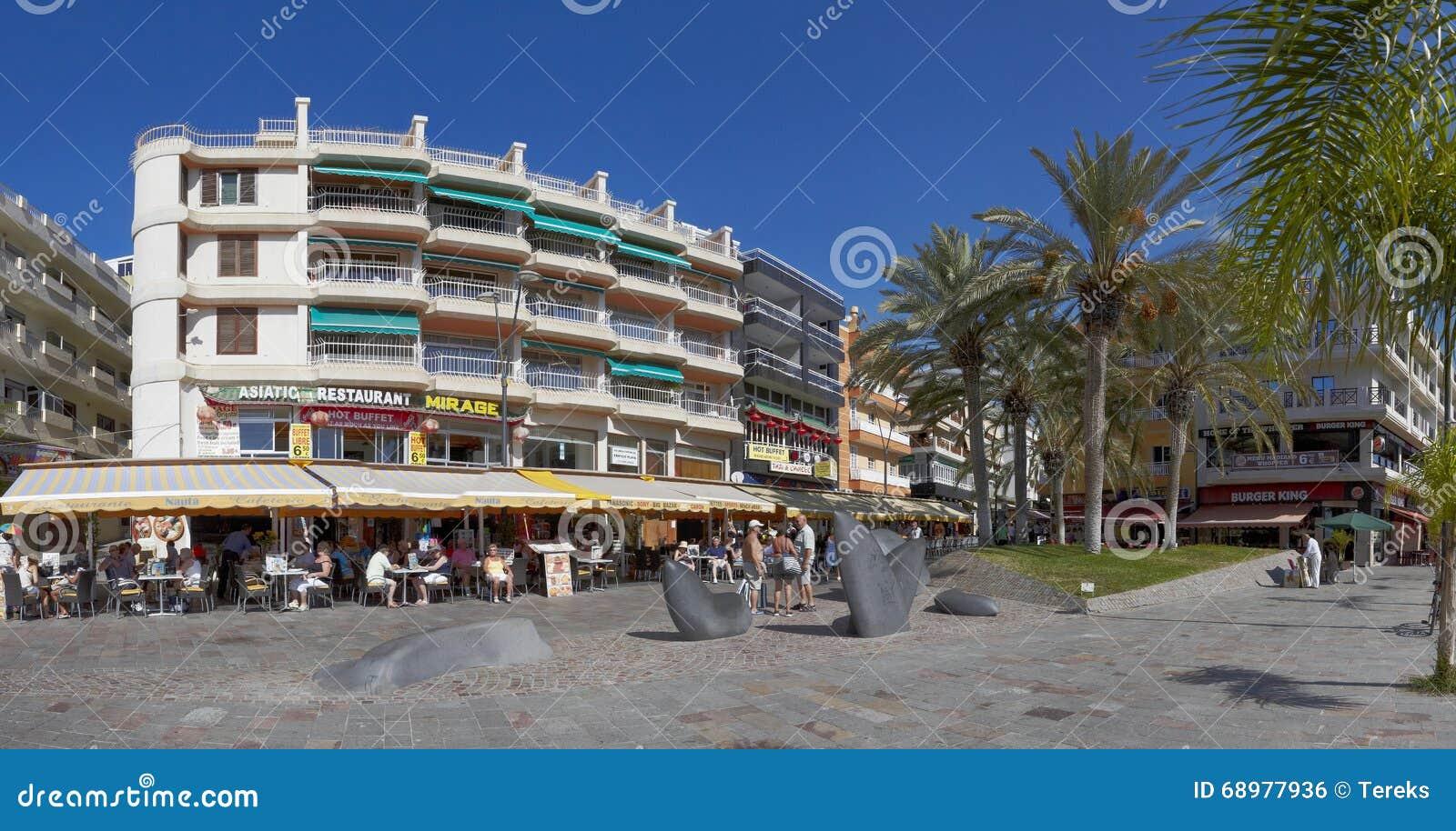 Calle si ciudad del Los Cristianos, Tenerife, islas Canarias, España