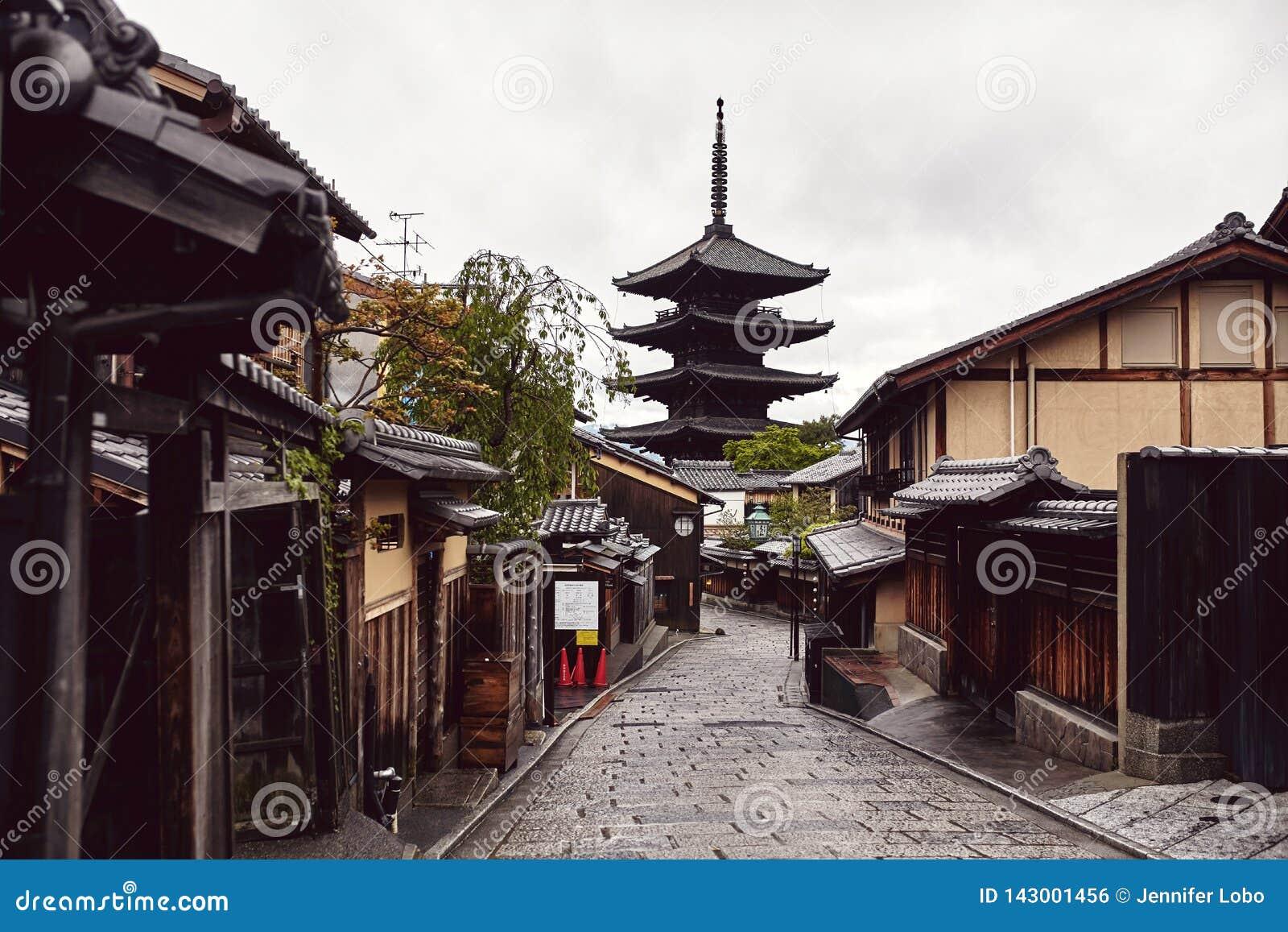 Calle tranquila en Kyoto, Japón