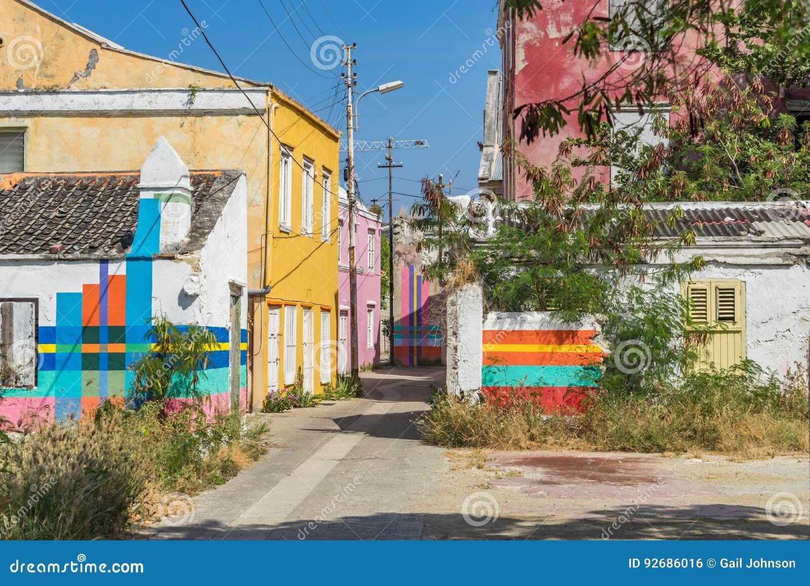 Calle vieja con las opiniones de Otrobanda Curaçao del trabajo de arte