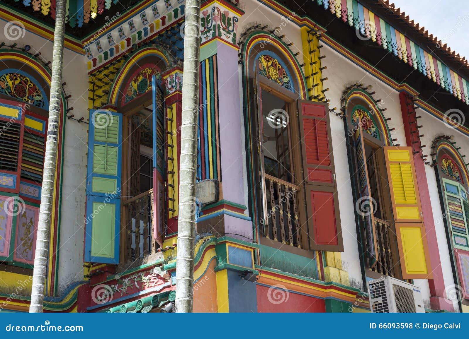 calles coloridas indias del edificio en la ciudad de singapur foto de archivo