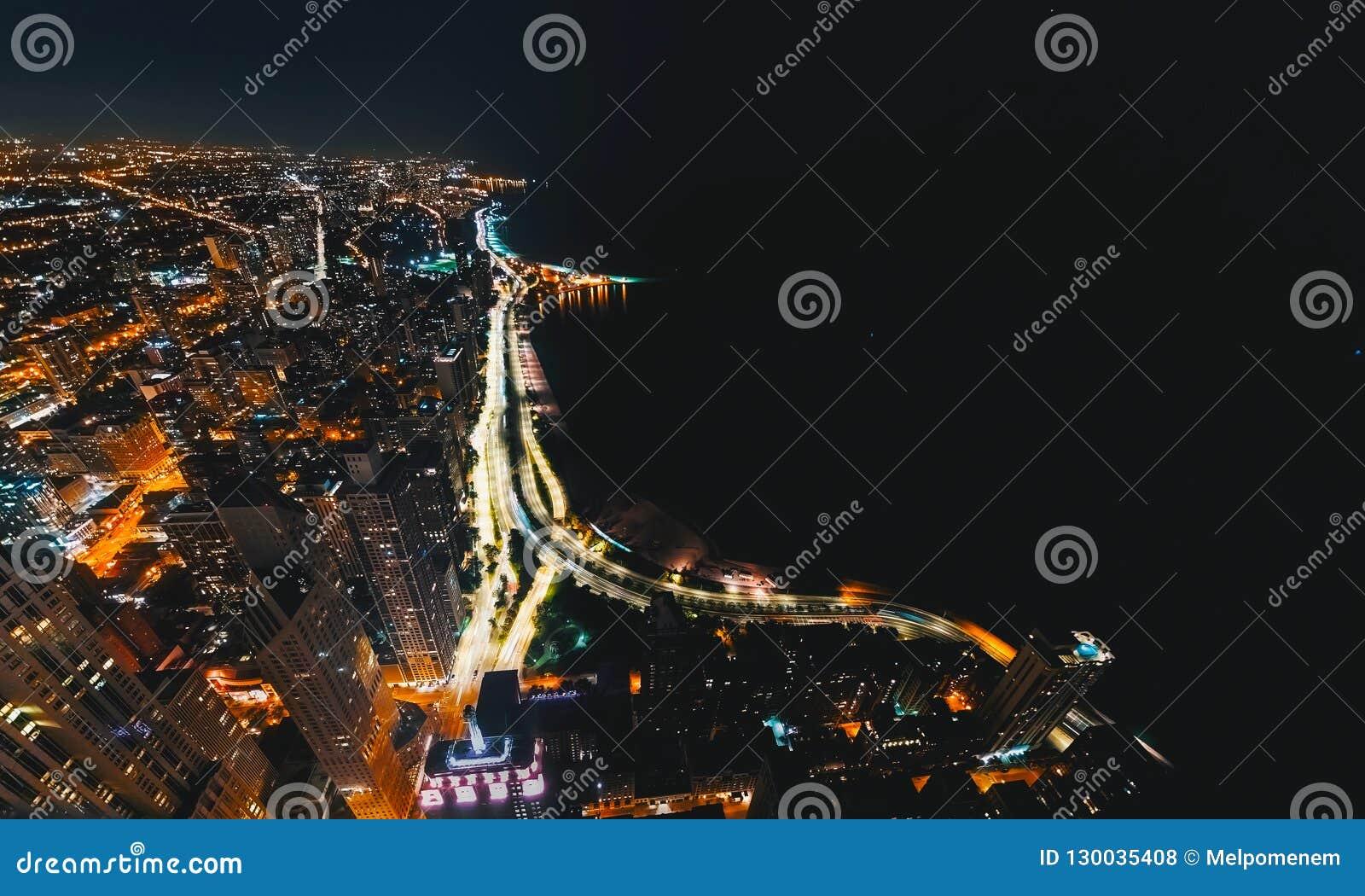 Calles de Chicago a lo largo del lago Michigan desde arriba