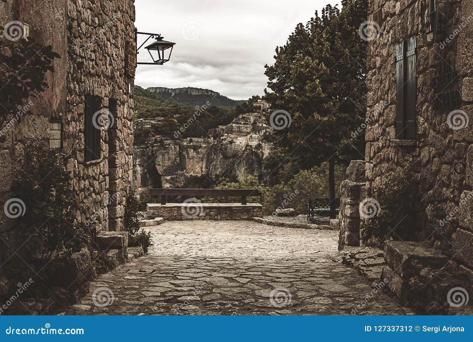 Calles de la arquitectura Románica, de una ciudad en España meridional
