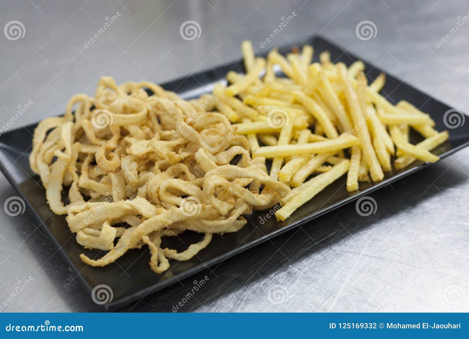 Calmar pané avec des fritures Concept de Plats gastronomiques et de haute cuisine