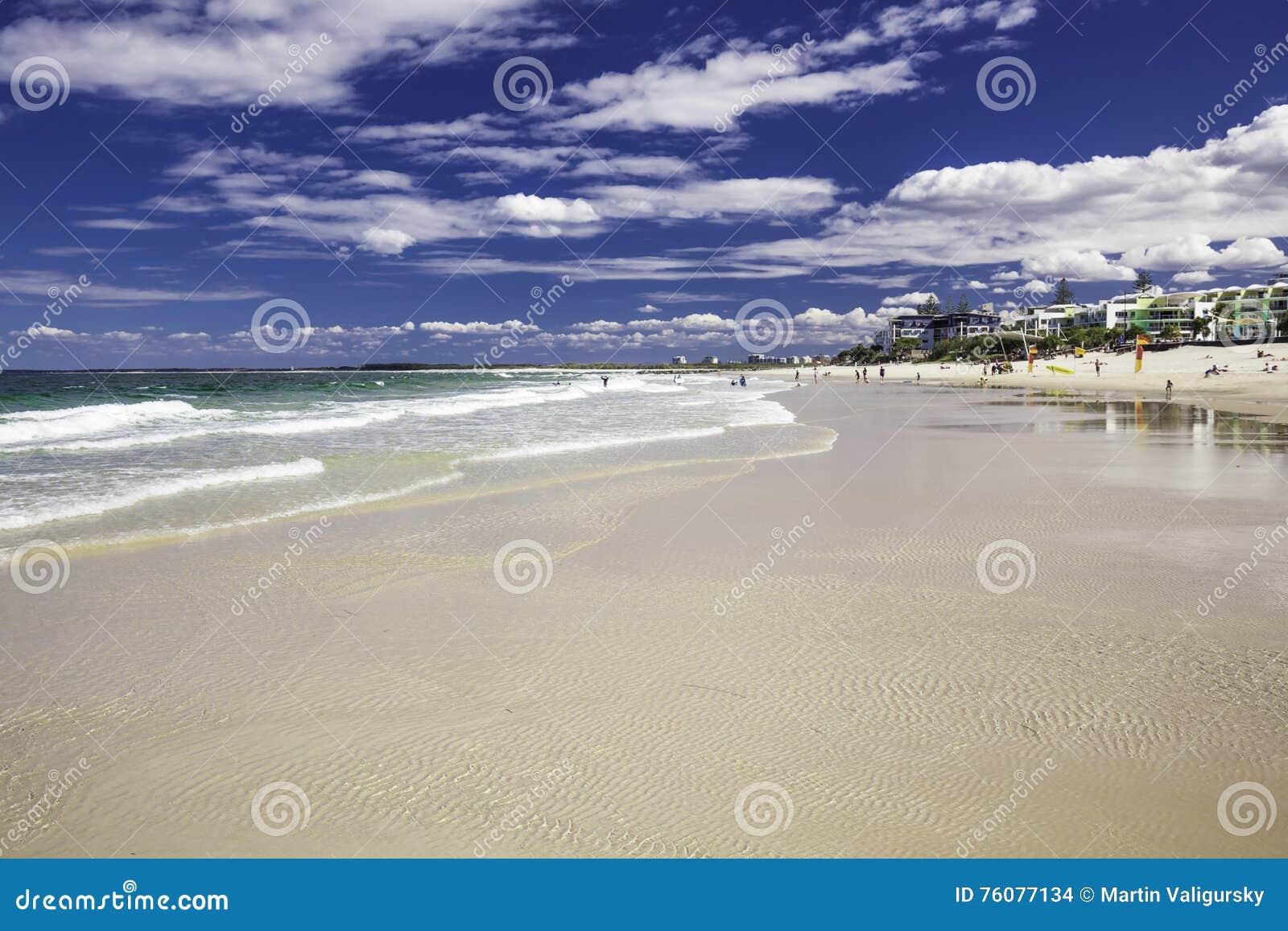 CALOUNDRA, AUS - 13 AOÛT 2016 : Jour ensoleillé chaud aux Rois Beach Calun