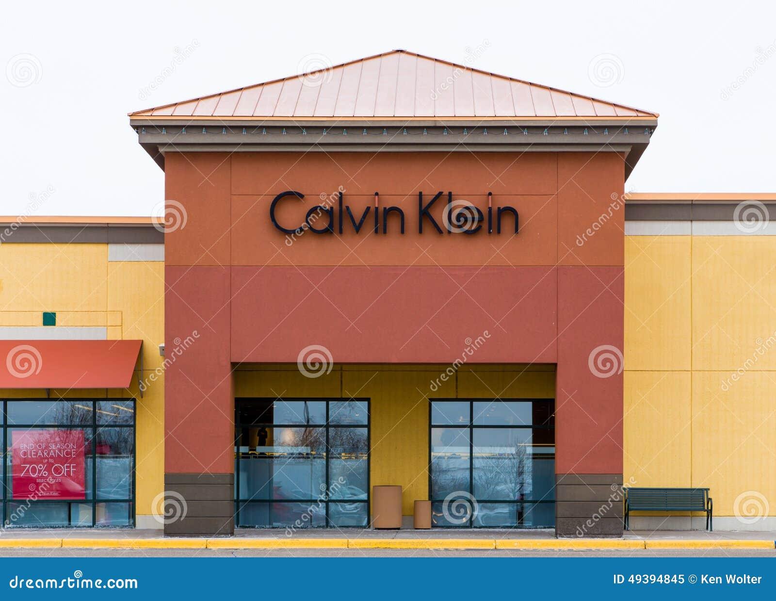 Calvin Klein - American Fashion House - The Fashionisto 24