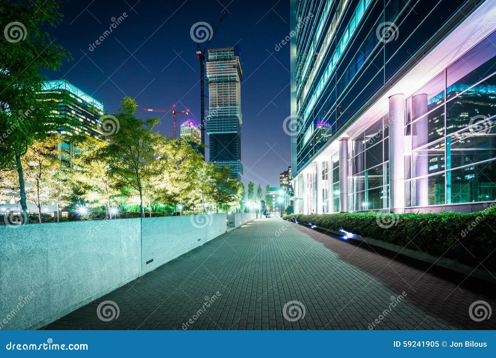 Download Calzada Y Edificios En La Noche, En Jersey City, New Jersey Imagen de archivo - Imagen de perspectiva, horizonte: 59241905