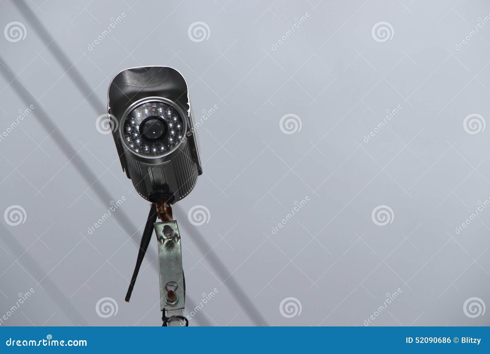 Caméra vidéo de sécurité dans le ciel