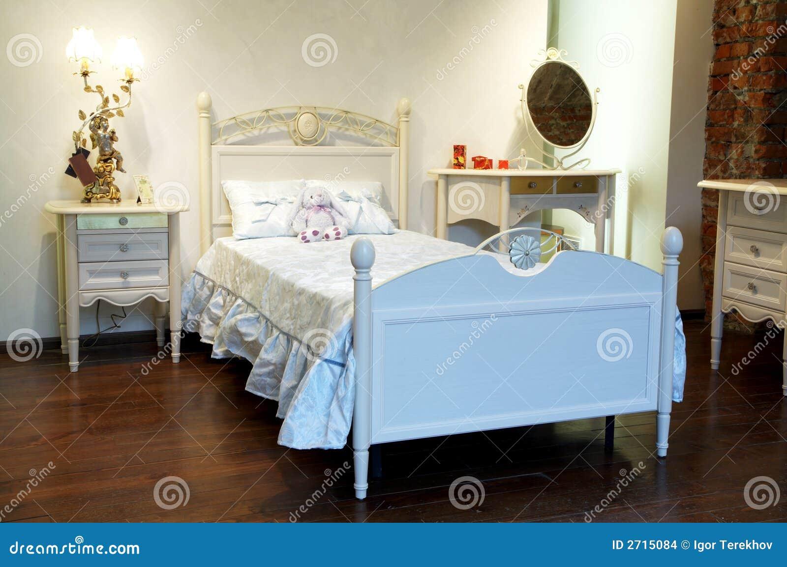Cama bonita foto de stock imagem de dom stico dentro - Fotos de camas bonitas ...