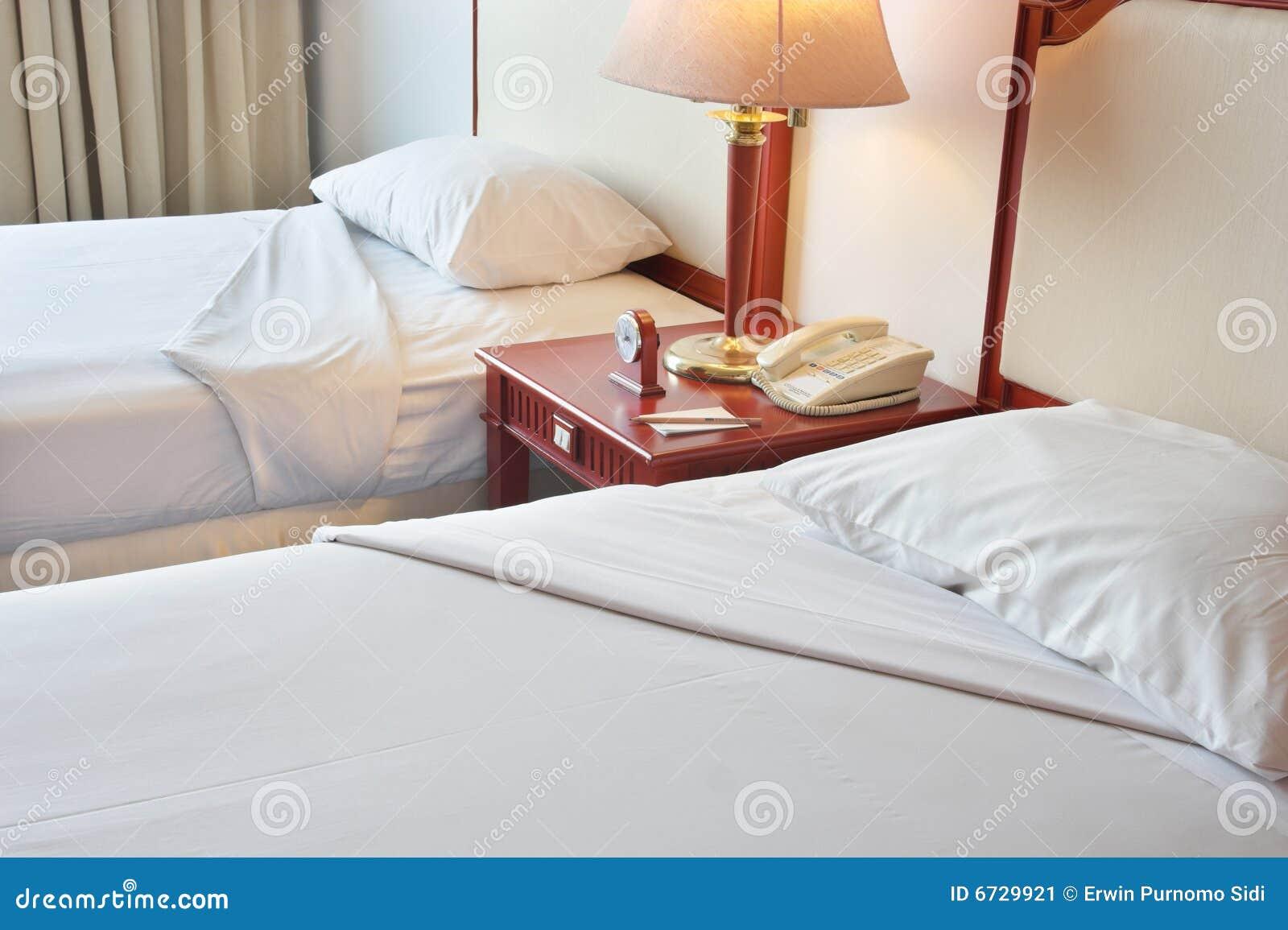 cama gemela imagen de archivo imagen 6729921