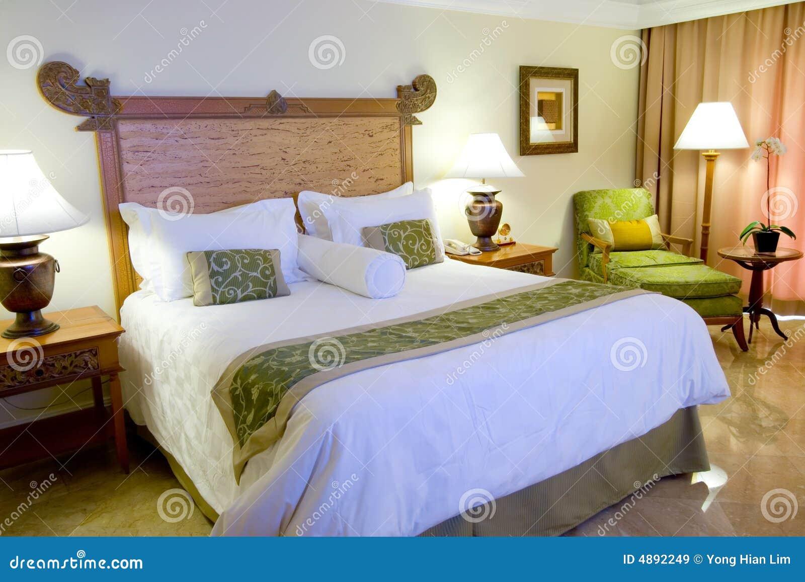 Cama gigante en un cuarto de la habitaci n de hotel for Cama gigantes