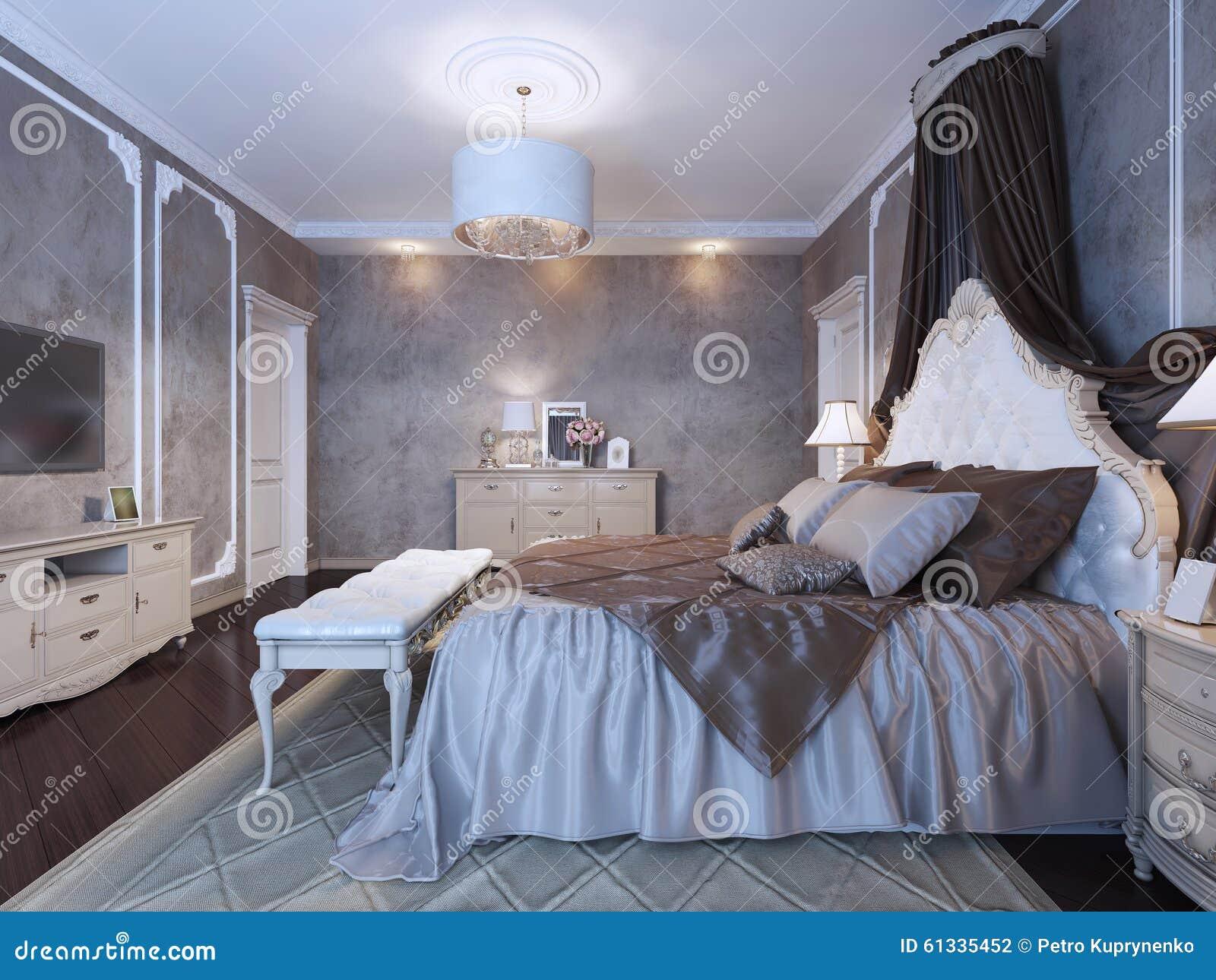 Cama matrimonial grande con las cortinas stock de for Cama matrimonial moderna grande
