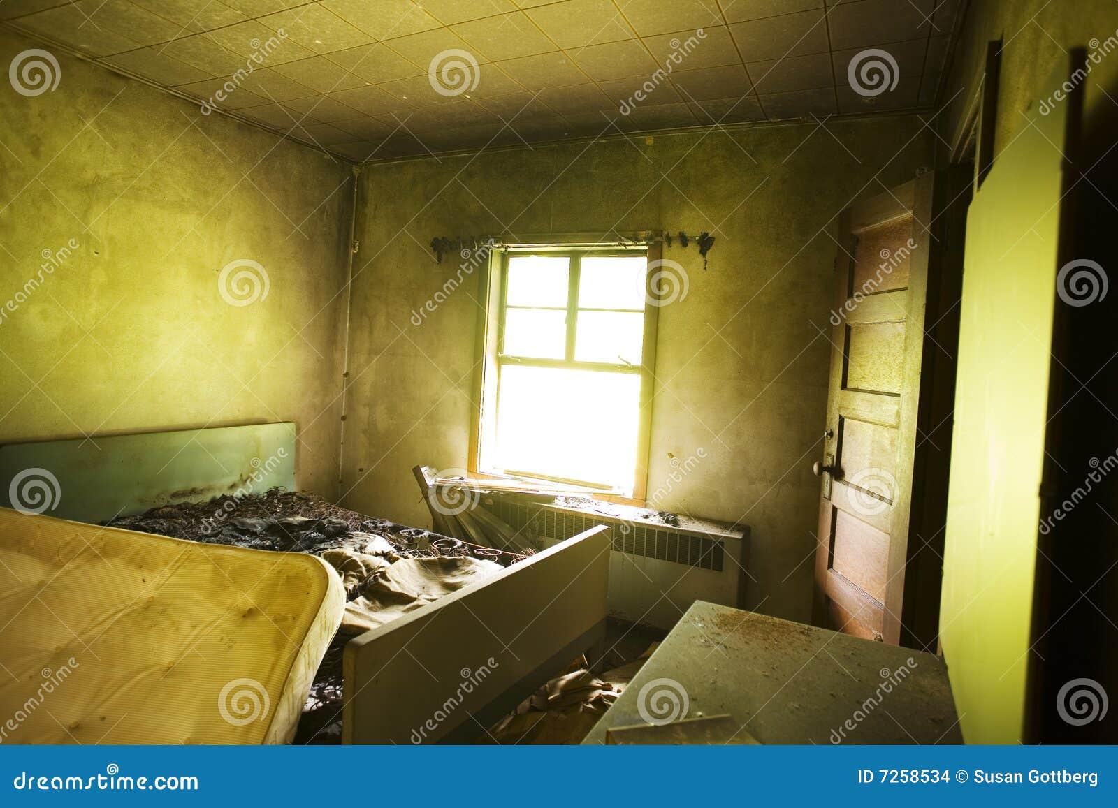 Cama quemada foto de archivo. Imagen de hotel, abandonado - 7258534