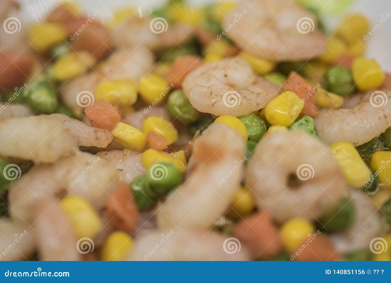 Camarão fritado cenoura do milho do feijão verde