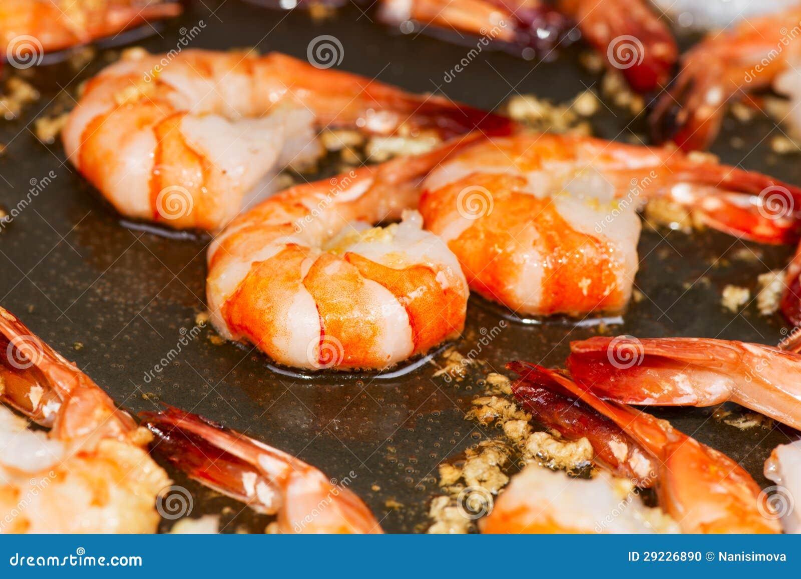 Download Camarão Fritado No Fim Do Frigideira Acima Foto de Stock - Imagem de cozinhar, alimento: 29226890
