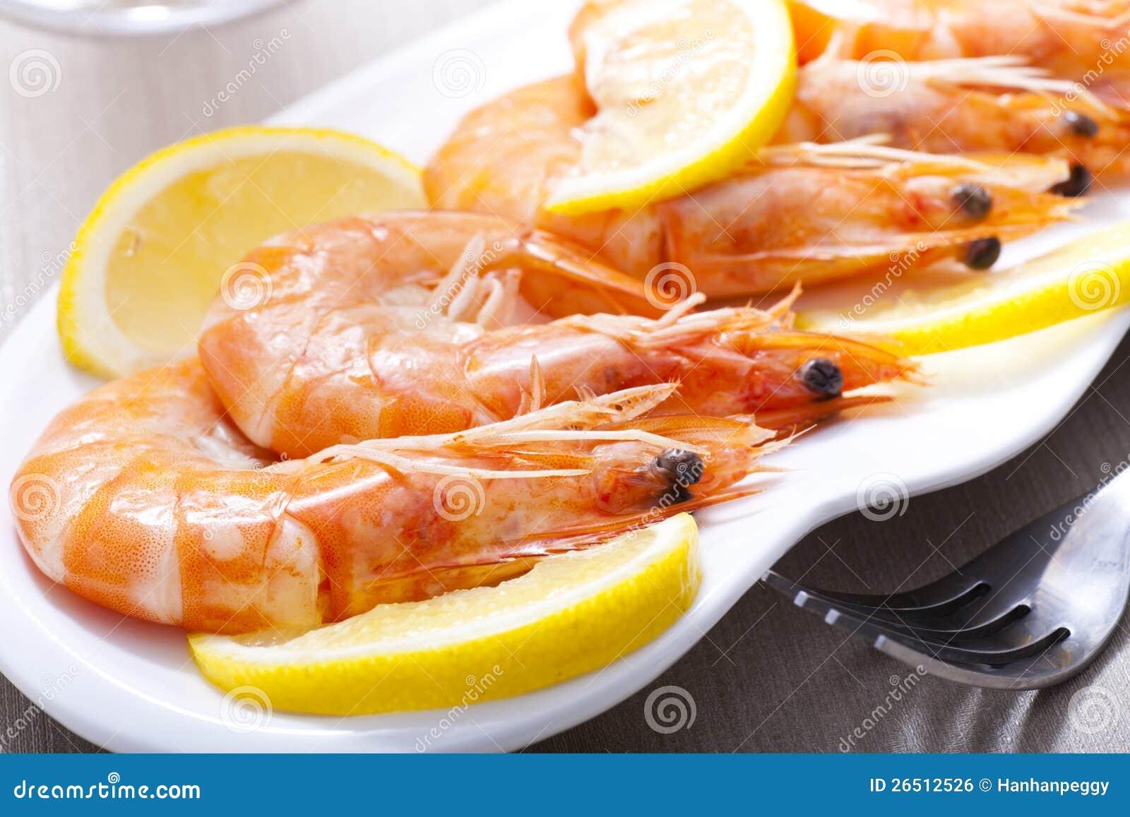 Camarões cozinhados