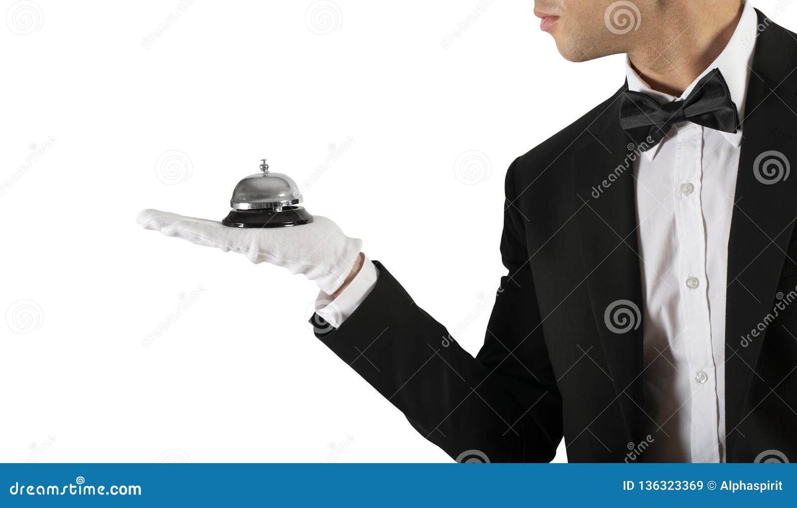 Camarero con la campana a disposición Concepto de servicio de la primera clase en su negocio