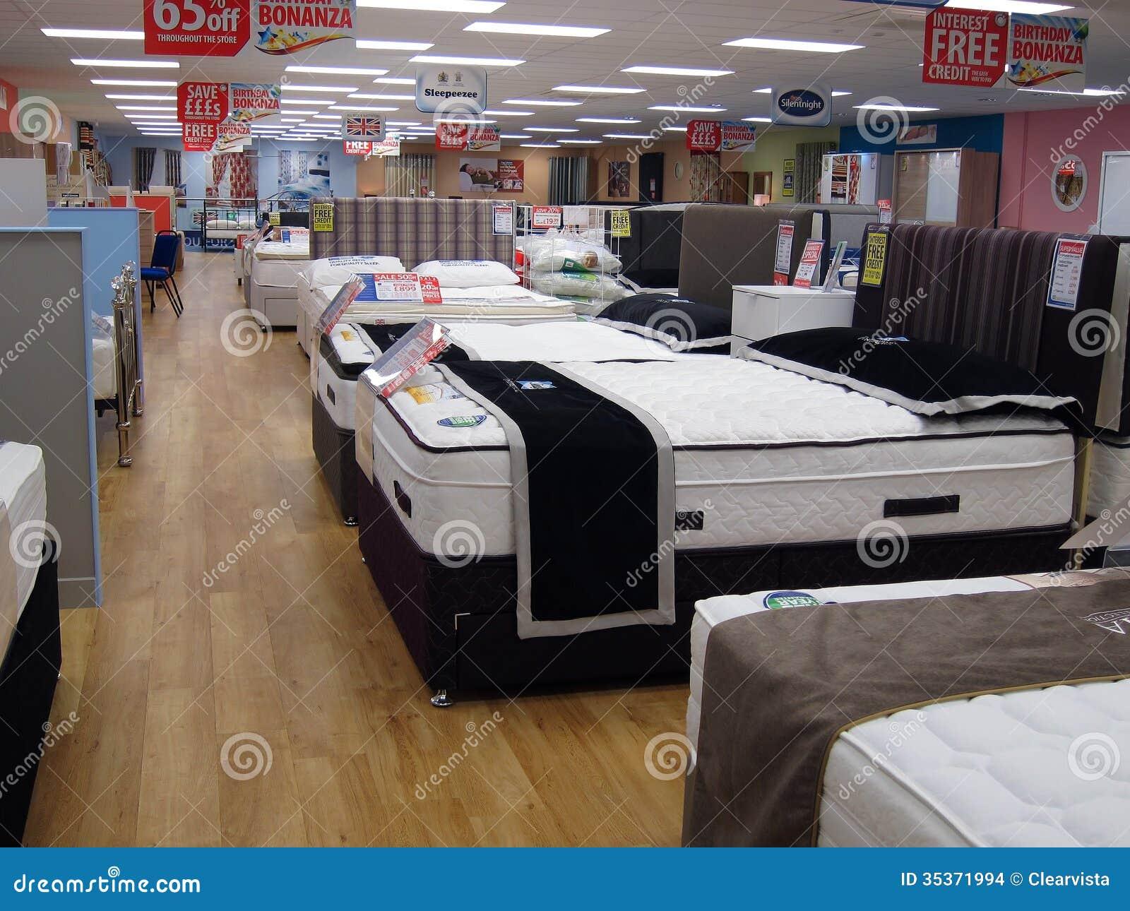 Camas en la exhibici n para la venta en una tienda imagen for Almacenes de camas en ibague