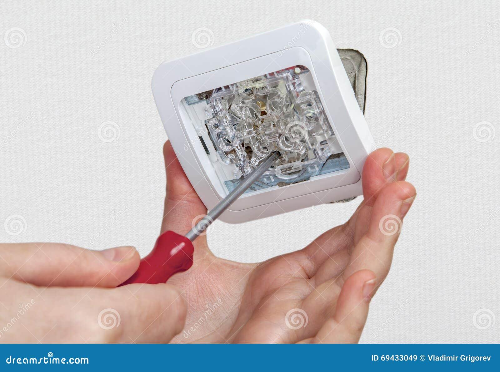 Come si fa a collegare un singolo interruttore luce palo