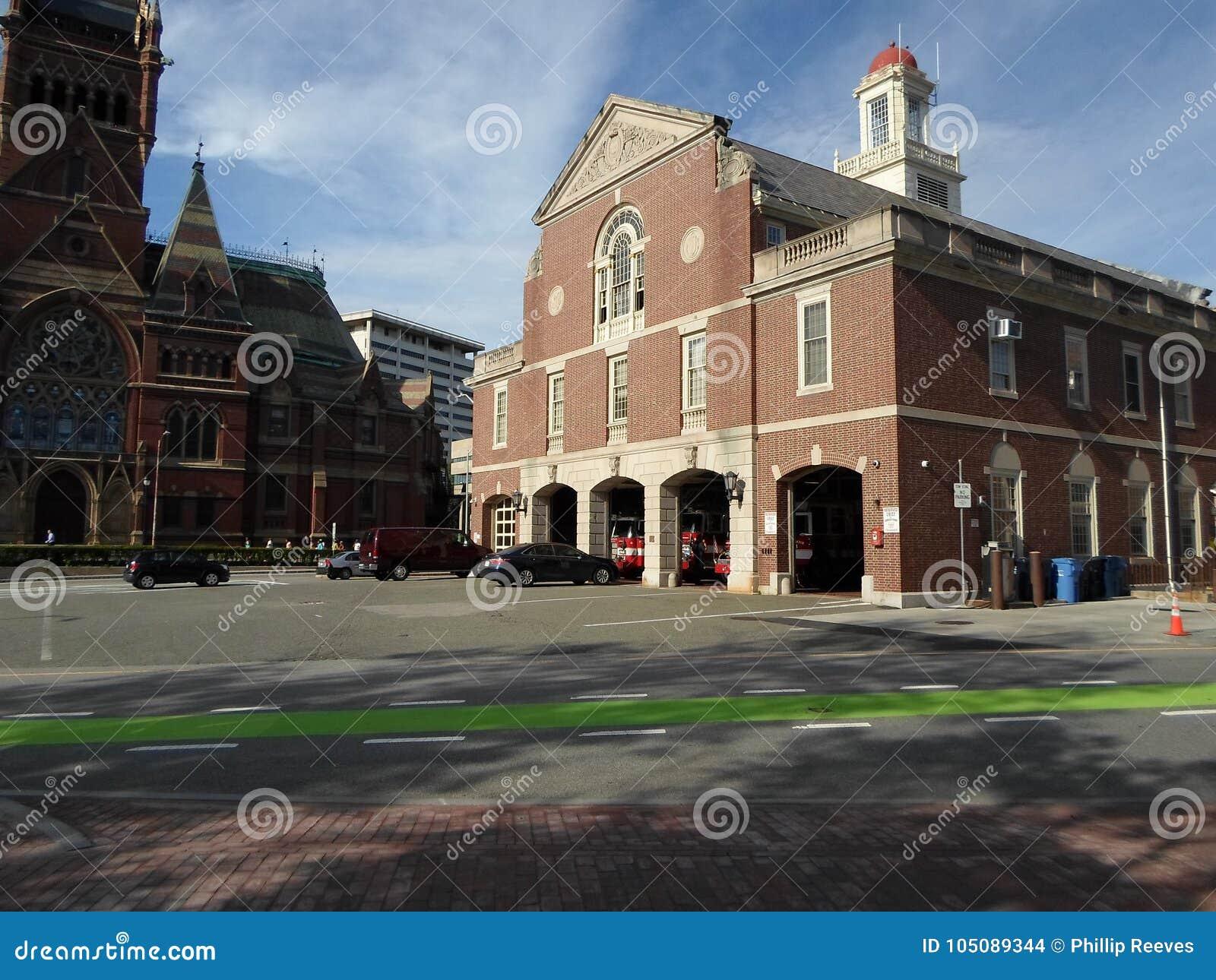 Cambridge-Feuer-Hauptsitze und Memorial Hall, Cambridge, Massachusetts, USA
