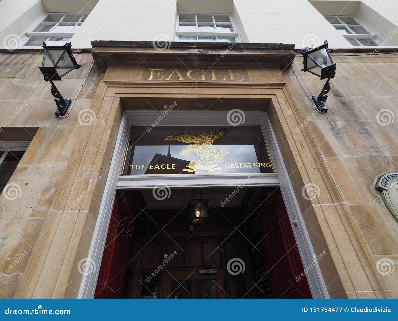 CAMBRIDGE, HET UK - CIRCA OKTOBER 2018: Eagle Pub waar DNA-de ontdekking in 1953 door wetenschappers van Cavendish werd aangekond