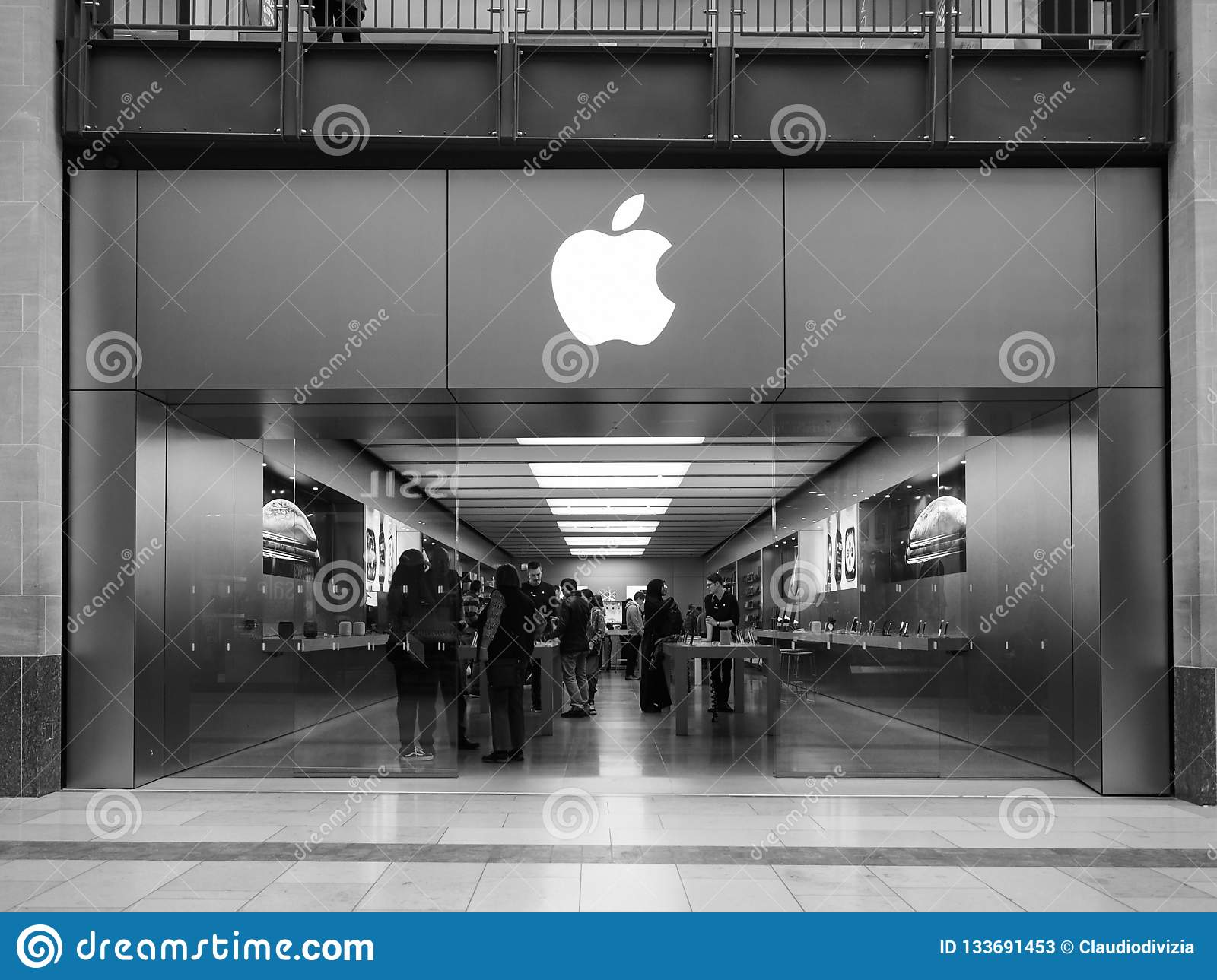 Apple Store At Grand Arcade Shopping Centre In Cambridge In Black
