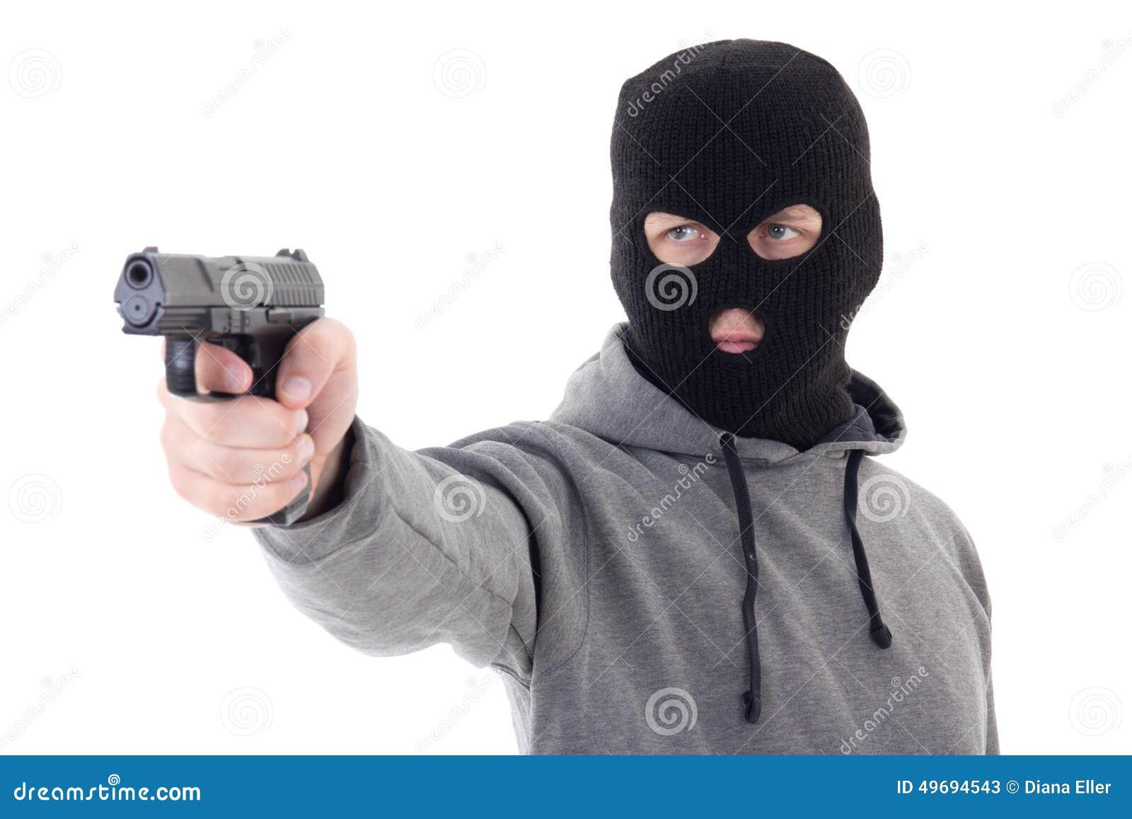 Cambrioleur ou terroriste dans le masque visant avec l arme à feu d isolement sur le blanc