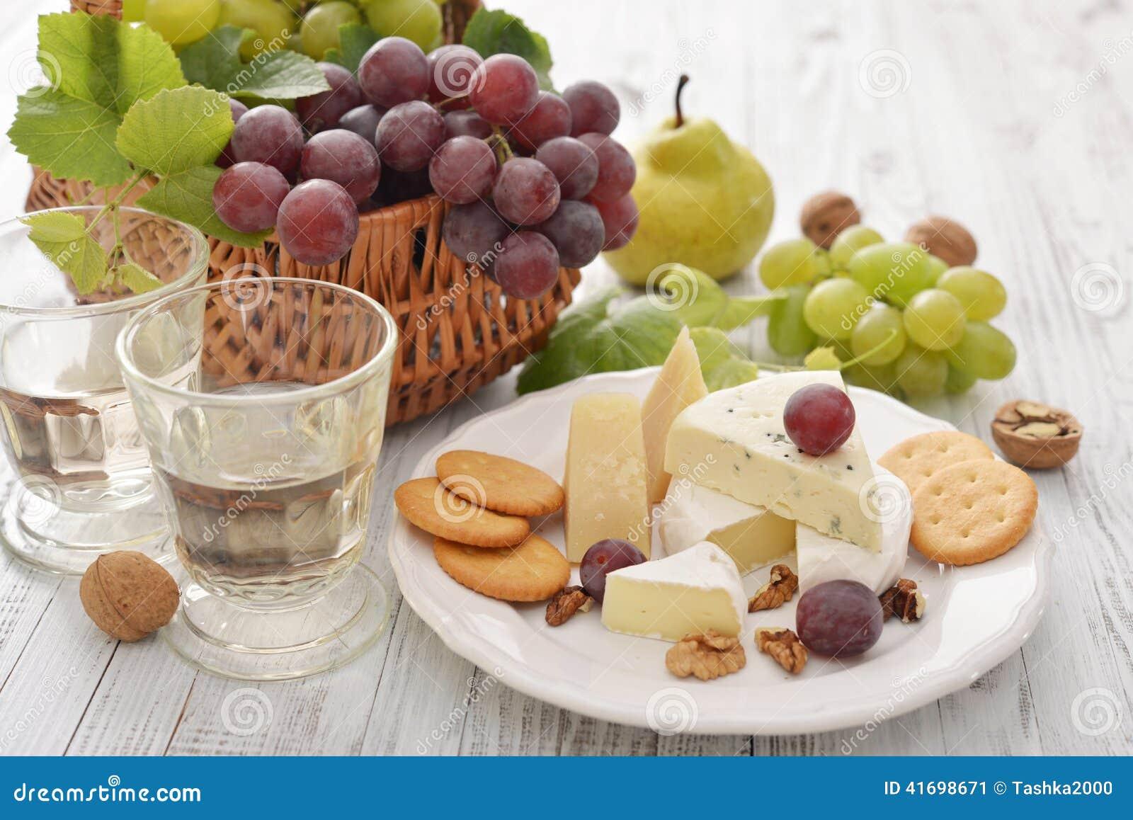 Camembert ser i świeże owoc