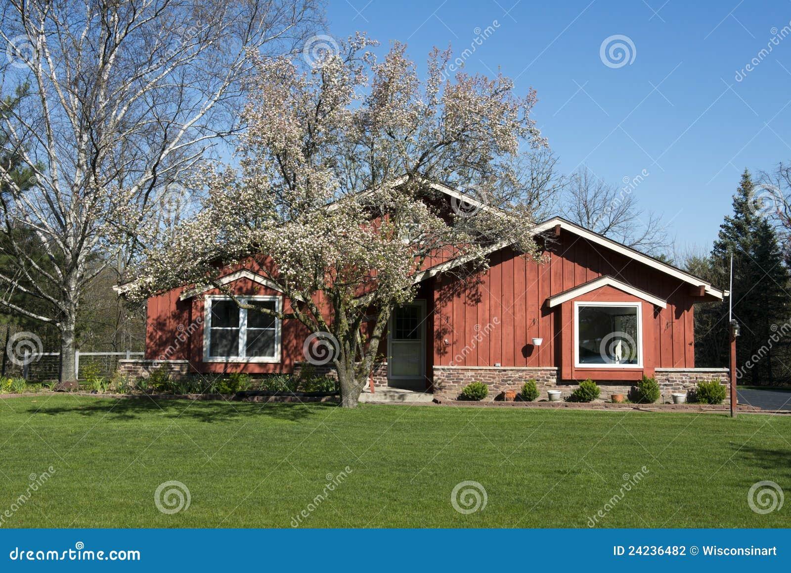 Rivestimento Esterno In Legno Per Case : Casa prefabbricata in legno e rivestimento in pioppo jove
