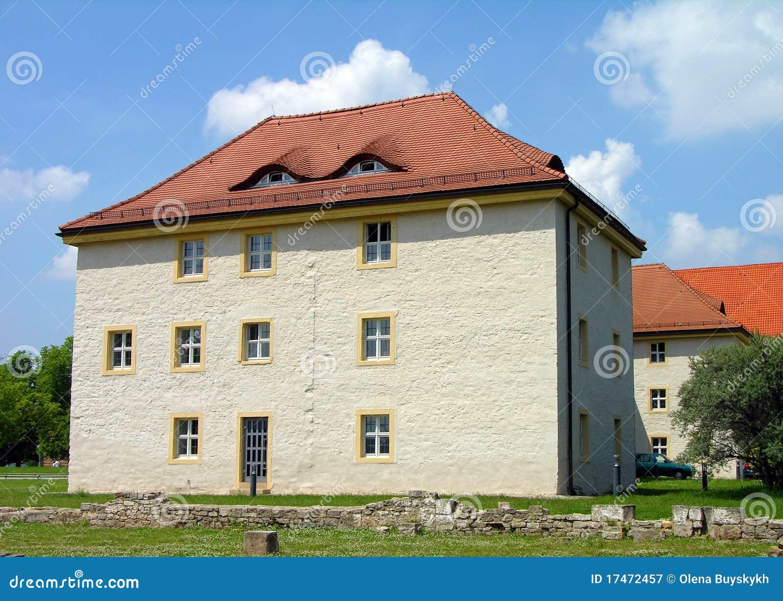 Camera con gli finestra occhi sul tetto immagine stock immagine di citt costruzione 17472457 - Finestra sul tetto ...