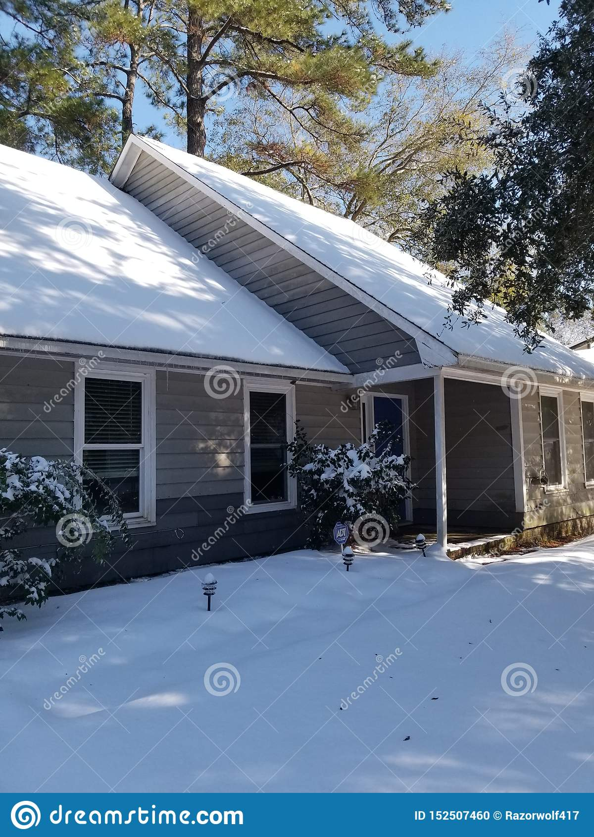 Camera coperta in neve