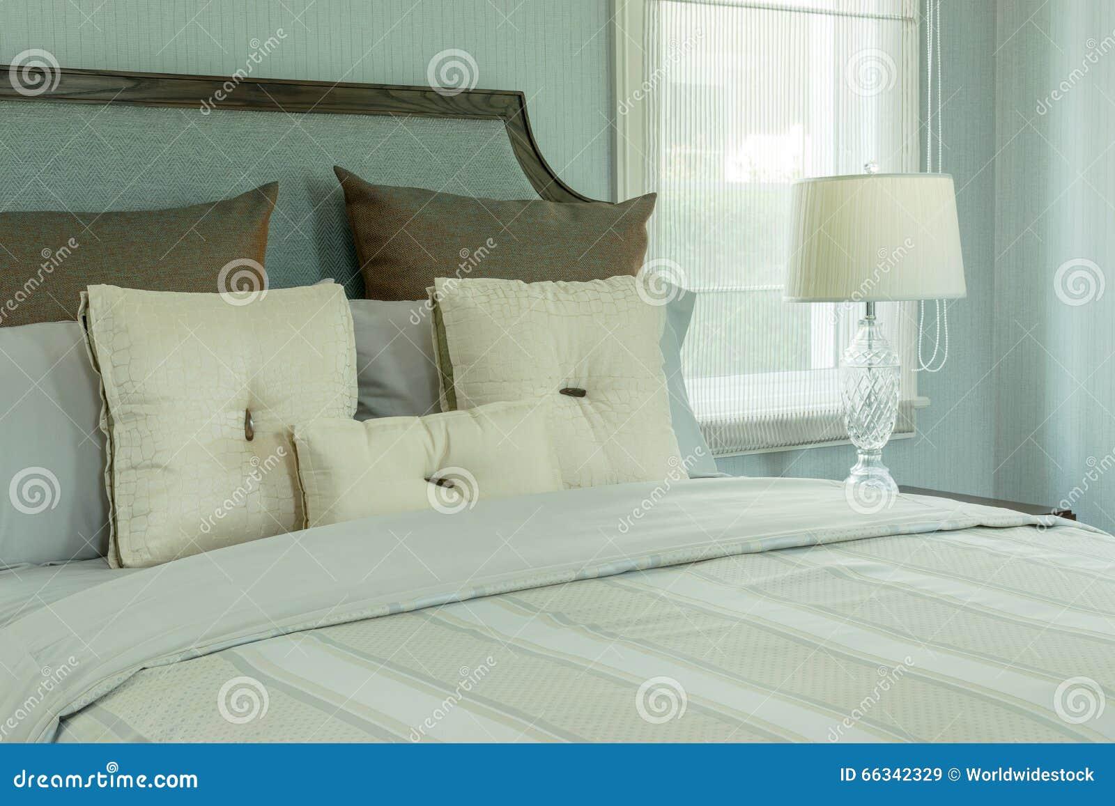 Bianchi disegno lampadari - Lampade da lettura a letto ...