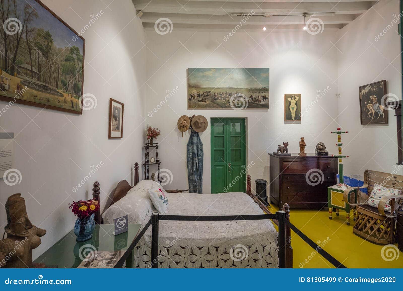 Camera Da Letto Blu Cobalto : Camera da letto all interno della mostra di frida kahlo museums