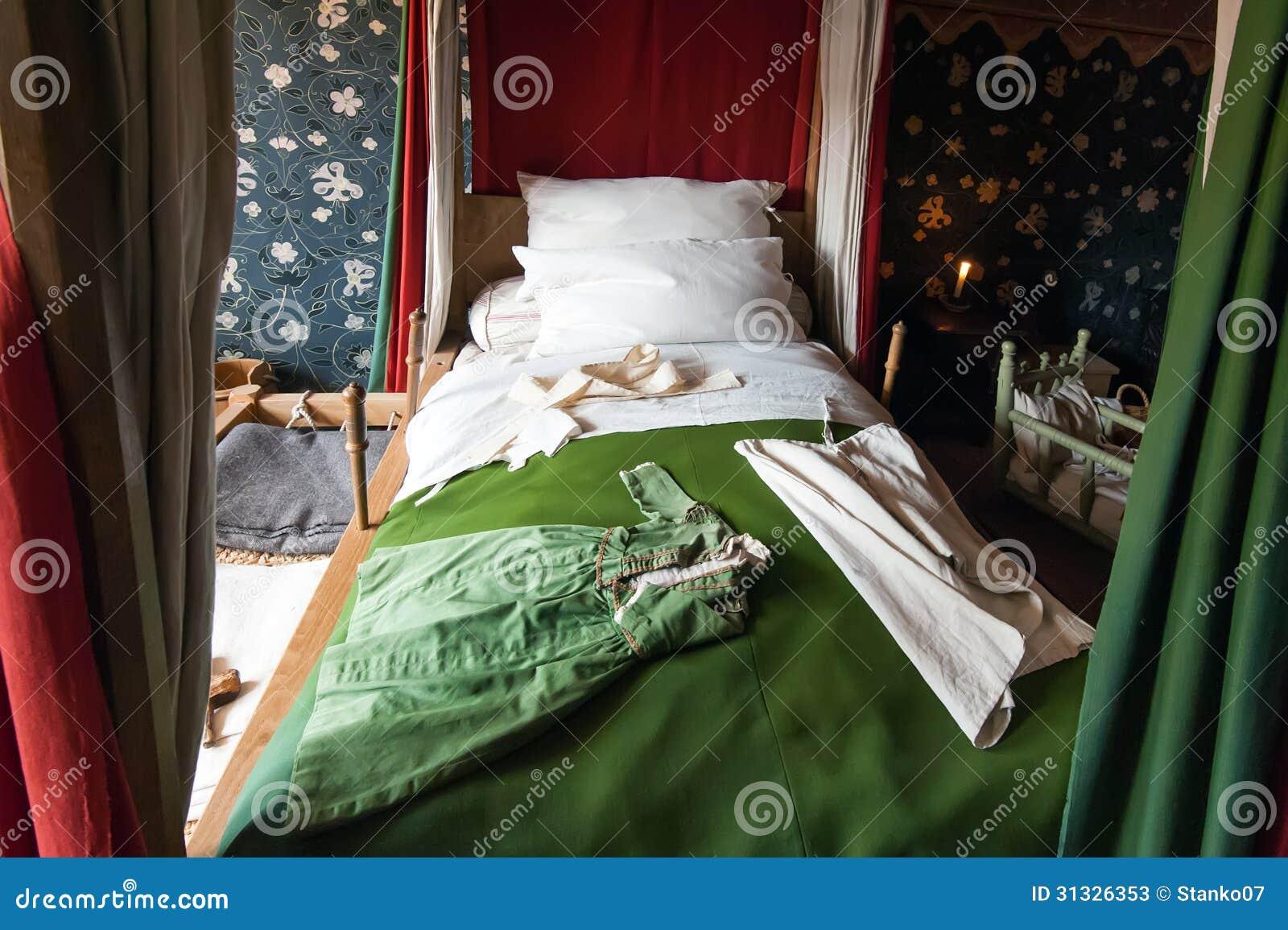 Camera da letto antica immagine stock immagine di - Camera da letto antica ...