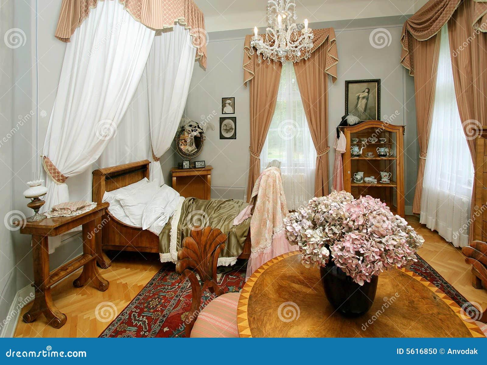 Camera da letto antica fotografia stock. Immagine di dell - 5616850