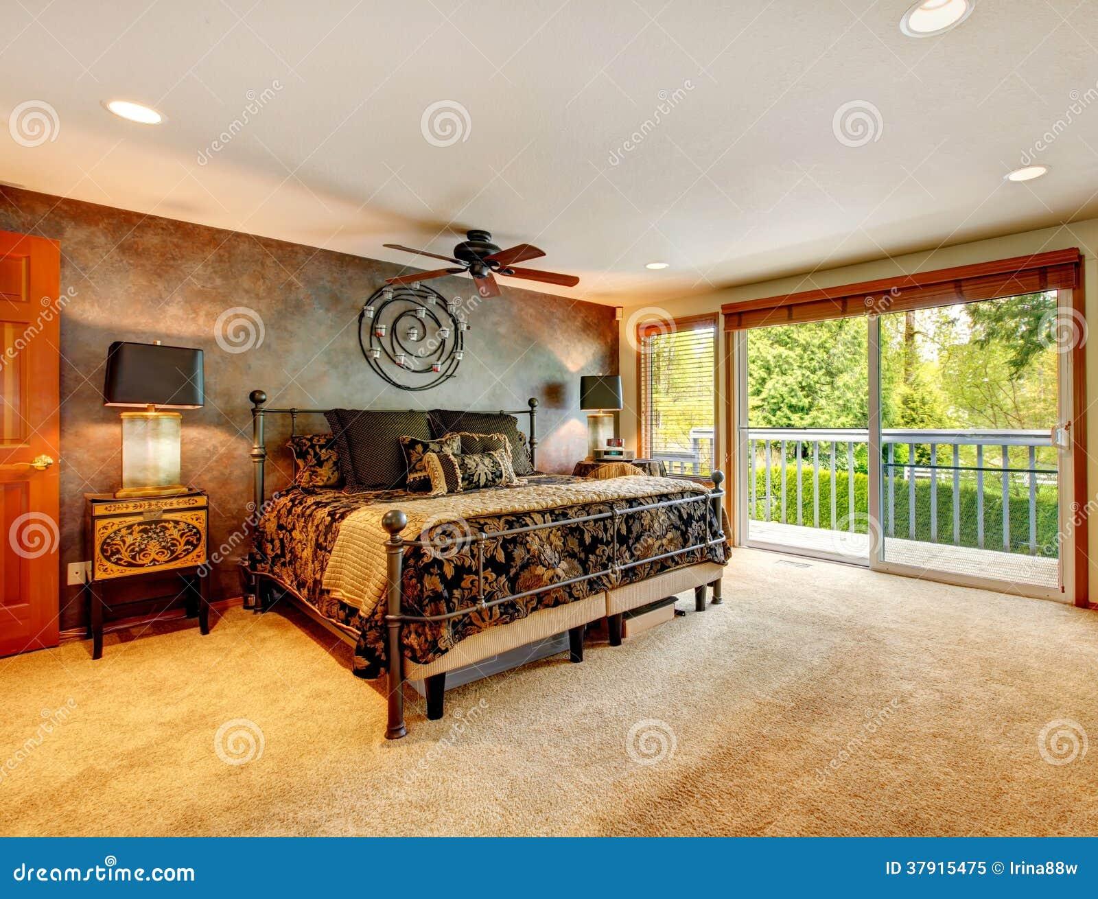 Camera da letto antica elegante con la piattaforma dell for Nuova camera da letto dell inghilterra