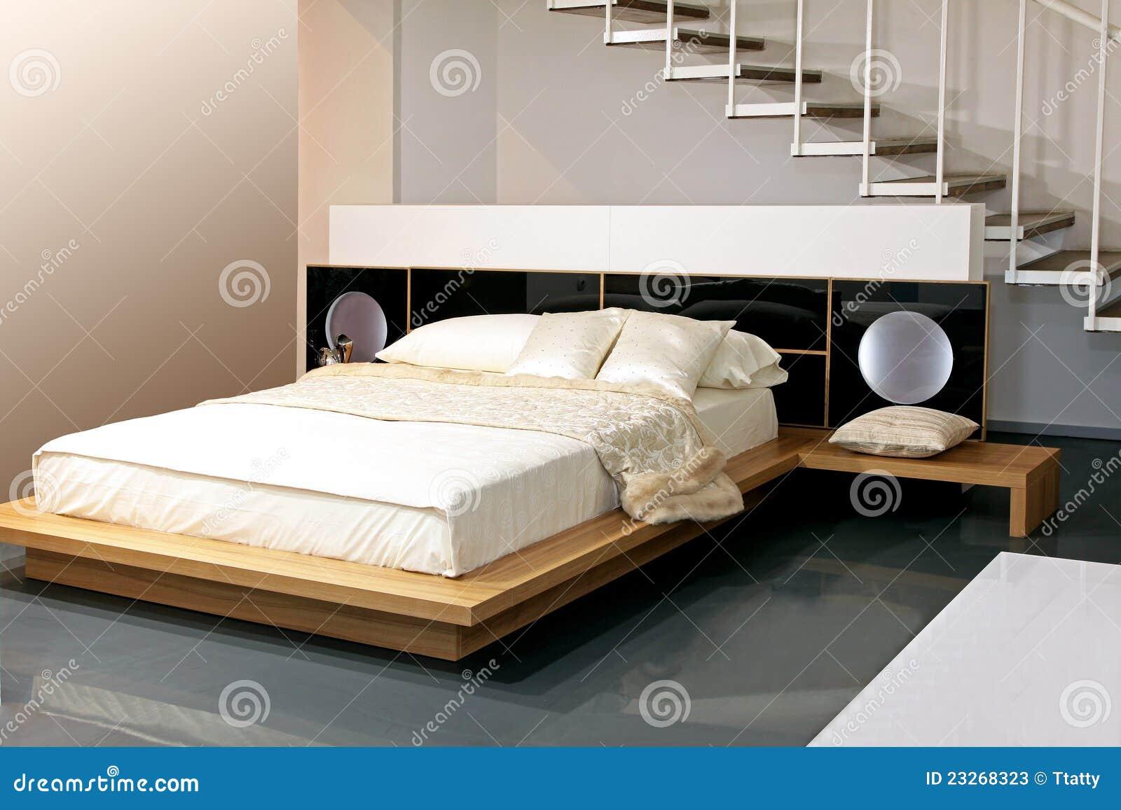Camera da letto beige immagine stock. Immagine di assestamento ...