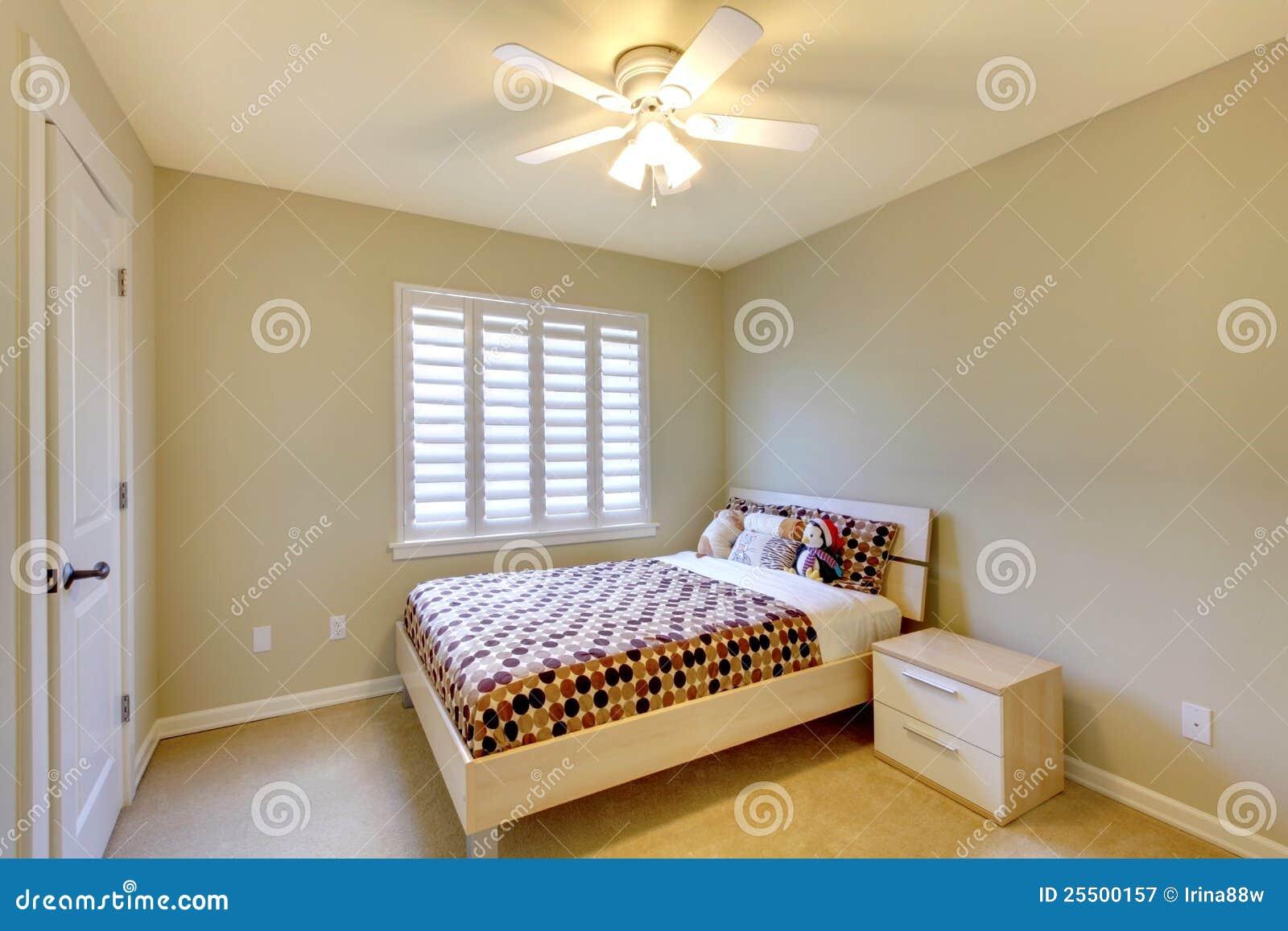 Camera Da Letto Beige : Camera da letto beige con la base dei bambini. immagine stock