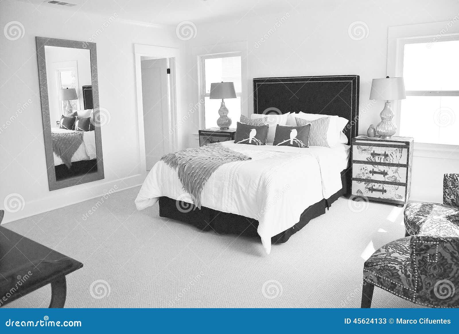 Camera Da Letto In Bianco E Nero Luminosa Fotografia Stock - Immagine: 45624133