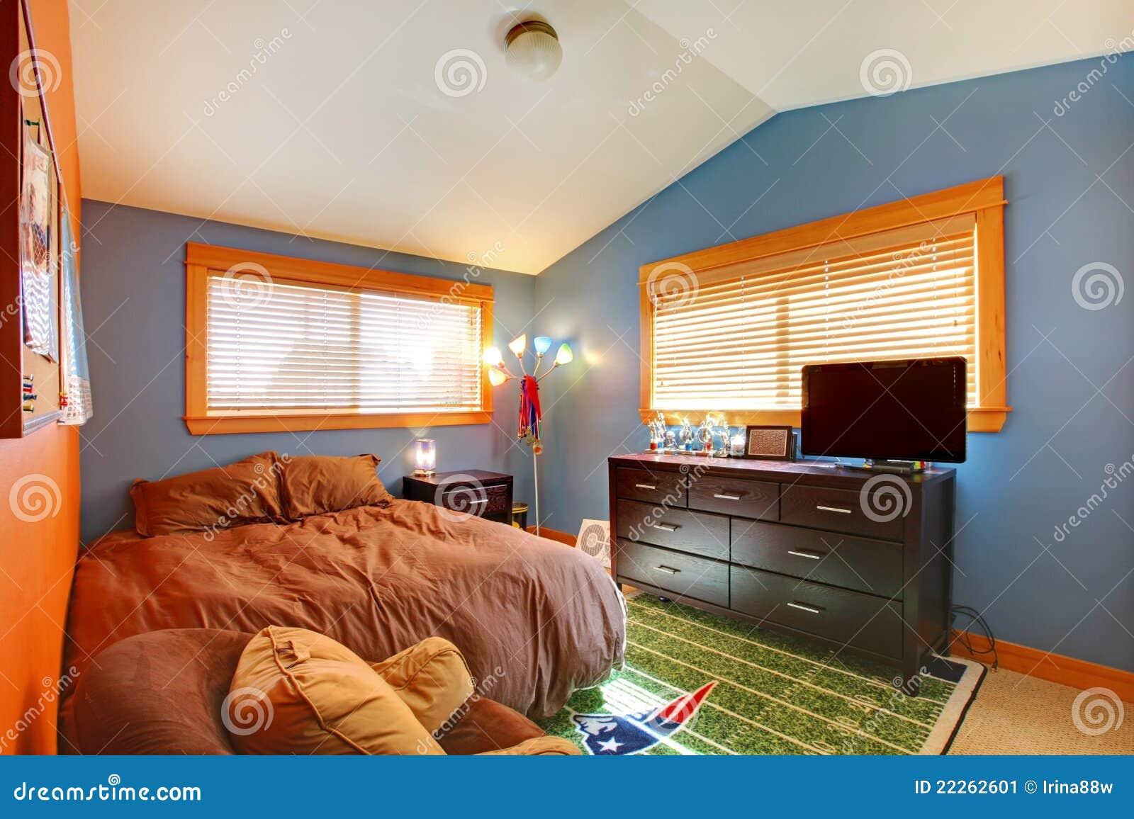 Camera da letto biy dei bambini con l 39 azzurro ed il colore marrone immagine stock immagine di - Pareti camera bambini ...