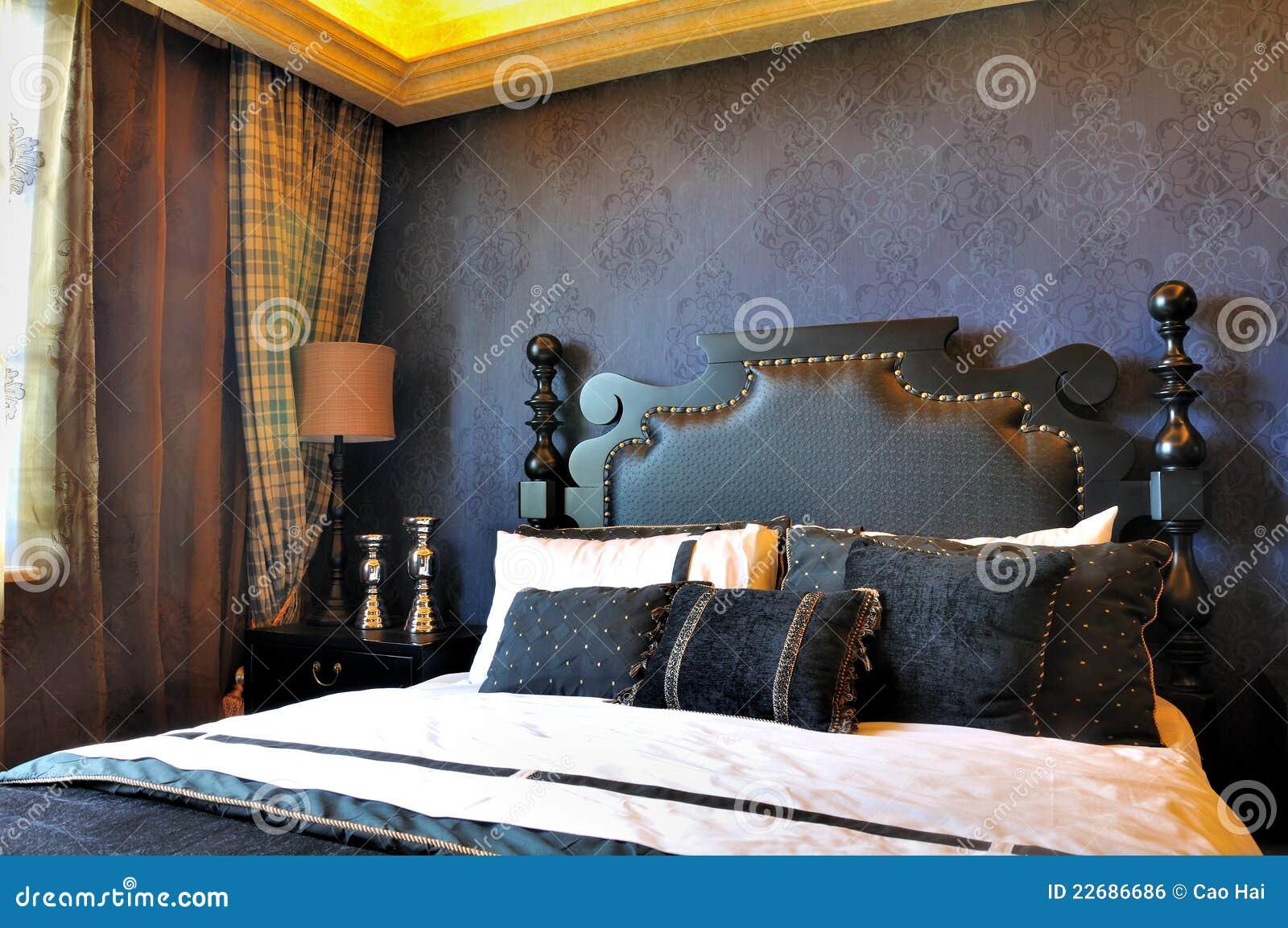 Colori Per Camera Da Letto Classica : Camera da letto classica nel colore profondo fotografia stock