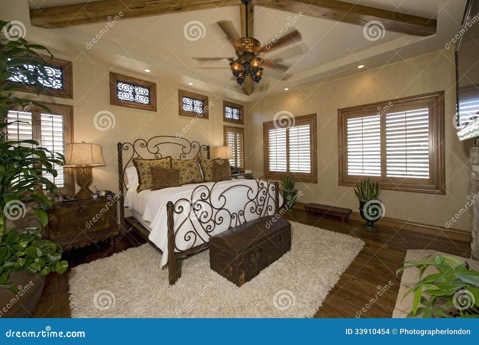 Camera Da Letto Coloniale Di Stile Fotografia Stock - Immagine di ...