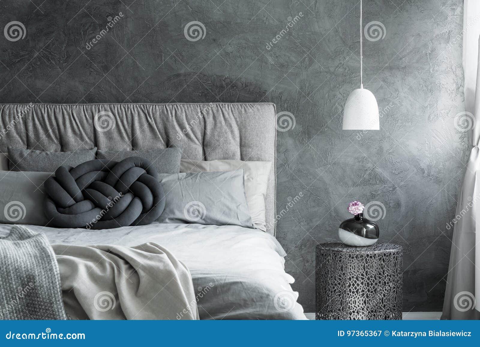Camere Da Sogno Fine Living : Camera da letto con il cuscino del nodo di diy immagine stock